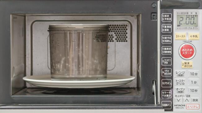 電子レンジで容器を消毒する