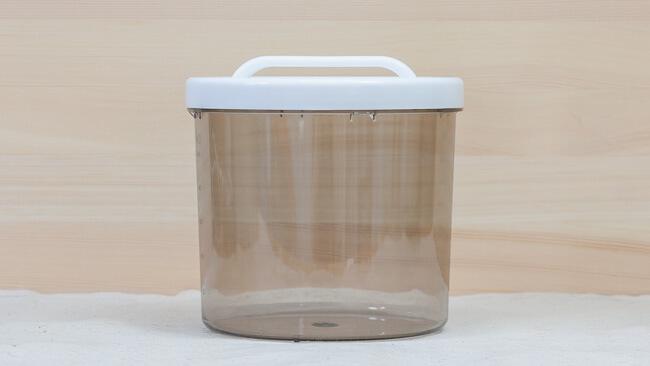 チーズフィルターを抜いた状態のヨーグルト容器