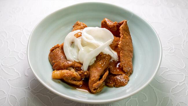 豚ロース生姜焼と玉ねぎヨーグルト
