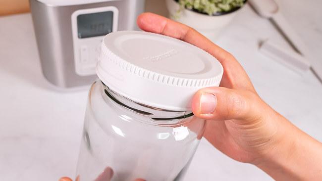 付属品のガラス容器の蓋が開けやすい仕様になっている